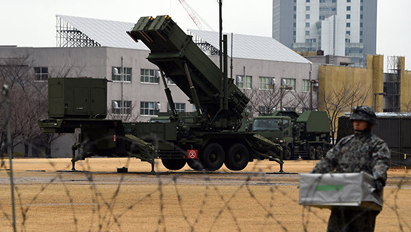 Зенитно-ракетный комплекс Patriot возле министерства обороны в Токио