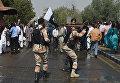 """Столкновения сотрудников авиакомпании Pakistan International Airlines (PIA) и полиции у международного аэропорта """"Джинна"""" в пакистанском городе Карачи. Январь 2016"""