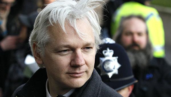 Австралийский интернет-журналист и телеведущий, основатель WikiLeaks Джулиан Ассанж