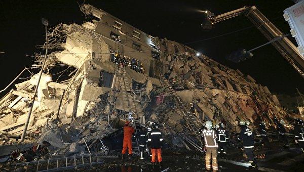 Обрушение здания в городе Тайнань на юго-западе Тайваня
