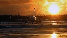 Самолет в аэропорту. Архивное фото