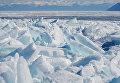 Ледяные торосы на озере Байкал