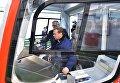 Председатель правительства РФ Дмитрий Медведев осматривает кабину машиниста трамвая в цехе Тверского вагоностроительного завода