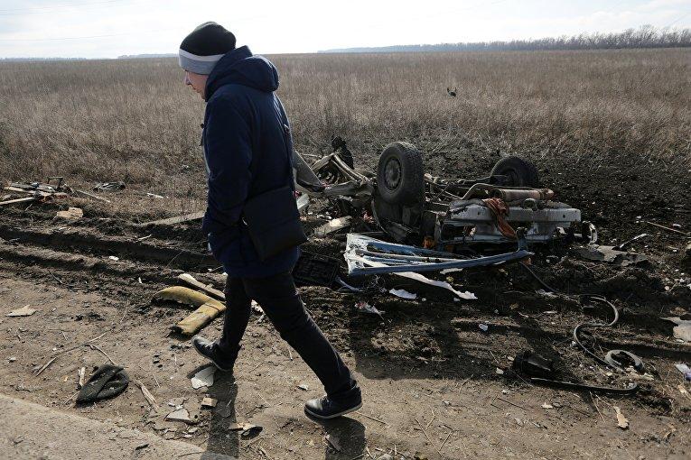 На месте подрыва автобуса на мине в Донбассе, 10 февраля 2016