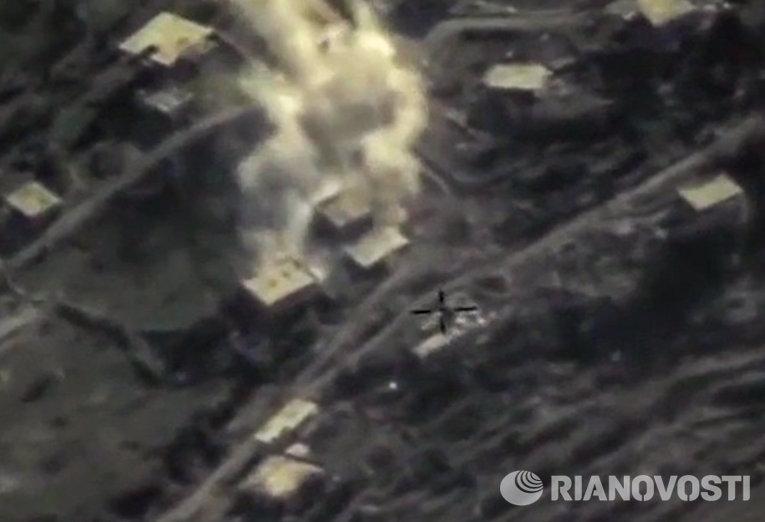 Уничтожение ВКС России опорного пункта боевиков в провинции Латакия