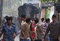 Дикий слон, который забрел в город Силигури, Индия