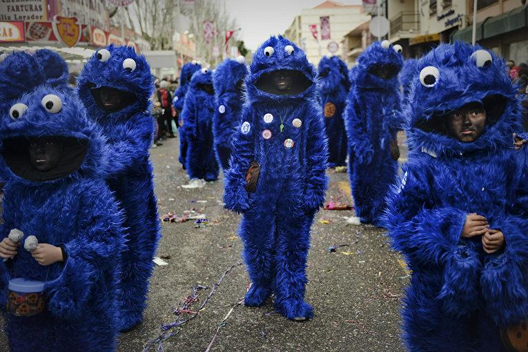 Участники карнавала в Португалии, 9 февраля 2016