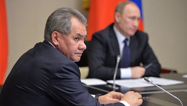 Президент РФ В. Путин и глава Минобороны Сергей Шойгу. Архивное фото