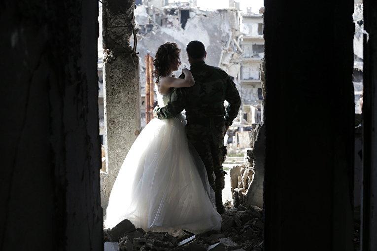 Молодожены в городе Хомс, Сирия