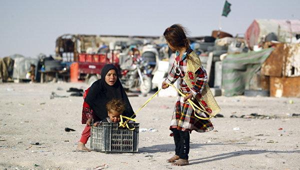 Дети играют на улице. Ирак. Архивное фото