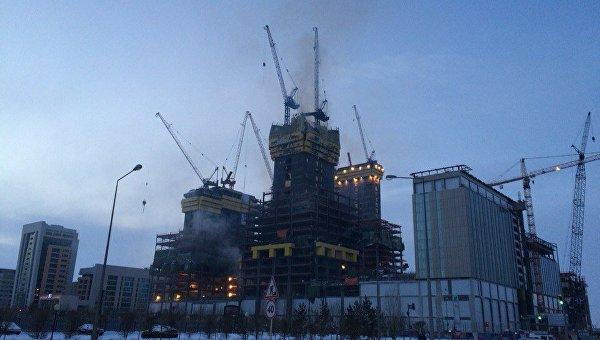 Пожар в строящемся здании Абу-Даби Плаза в Астане