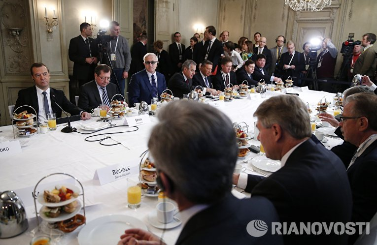Председатель правительства РФ Дмитрий Медведев на встрече с представителями деловых кругов России и Германии в рамках Мюнхенской конференции по безопасности