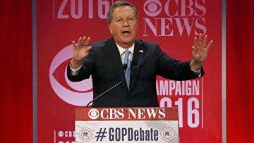 Кандидат от республиканской партии на пост президента США Джон Кейсик выступает на дебатах