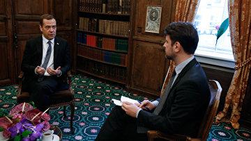 Председатель правительства РФ Дмитрий Медведев во время интервью журналу Тайм по итгам Мюнхенской конференции по вопросам политики безопасности