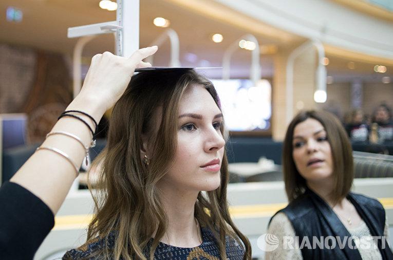 Девушка на открытом кастинге конкурса красоты Мисс Россия 2016