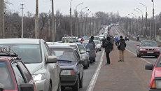 Сотни машин выстроились в очередь у КПП в Еленовке между ДНР и Украиной