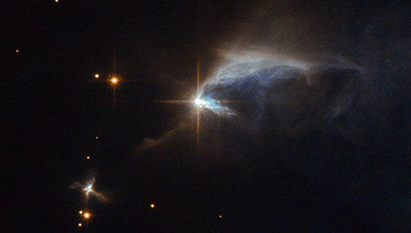 Фотография туманности IRAS 00044+6521, где находится звезда-тинейджер