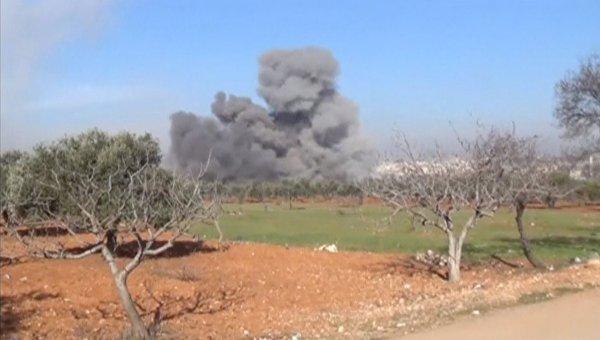 Дым от больницы Врачей без границ в провинции Идлиб, разрушенной в результате авиаудара. 15 февраля 2016