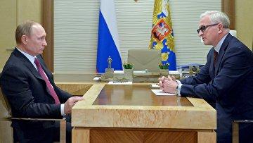 Президент России Владимир Путин и президент РСПП Александр Шохин во время встречи в резиденции Ново-Огарево