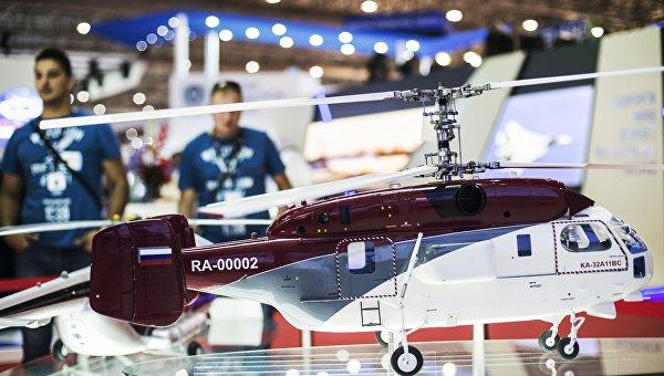 Макет российского многоцелевого вертолета Ка-32А11BC на стенде холдинга Вертолеты России. Архивное фото