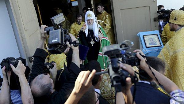 Патриарх Московский и всея Руси Кирилл во время Божественной литургии в Покровском храме в Асунсьоне
