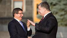 Встреча П.  Порошенко и  А. Давутоглу. Архивное фото