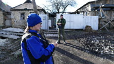 Сотрудник ОБСЕ в поселке Зайцево в Донецкой области