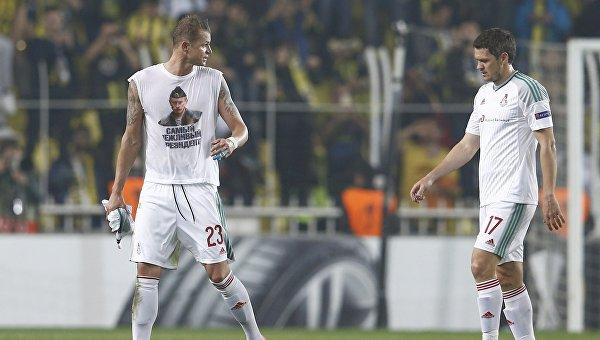 Футболист Локомотива Дмитрий Тарасов в матче против Фенербахче