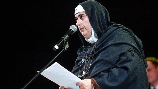 Сирийская монахиня Агнесс Мариам Ас-Салиб на церемонии вручения премии Фемида