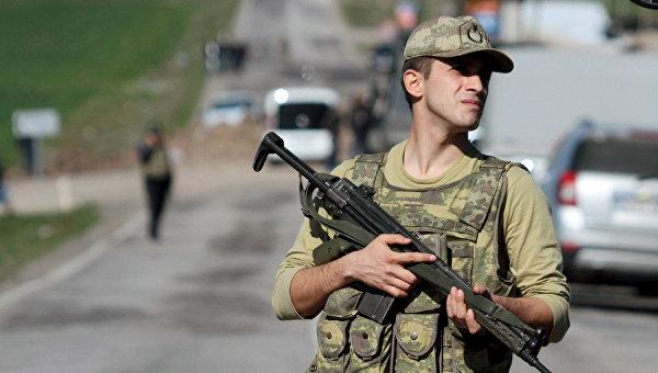 Турецкий военный в провинции Диярбакыр, Турция