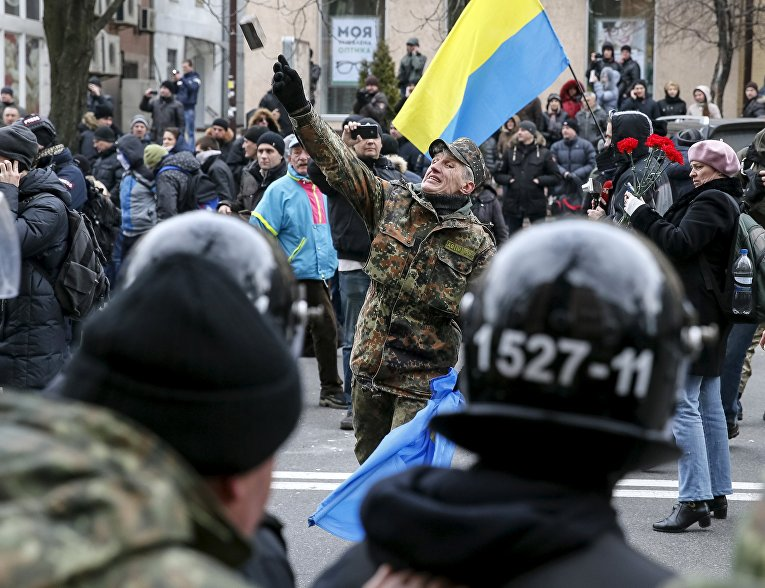 Радикалы около офиса Сбербанка в Киеве. 20 февраля 2016