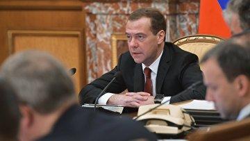 Председатель правительства РФ Дмитрий Медведев проводит заседание кабинета министров в Доме правительства РФ. 24 февраля 2016