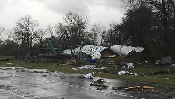 Последствия торнадо в Нью-Орлеане, Луизиана. 23 февраля 2016