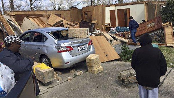 Разрушения после торнадо в Луизиане