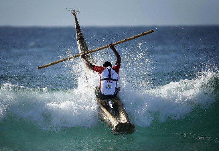 Перуанский серфер в Сиднее