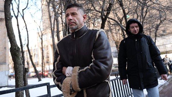 Актер Валерий Николаев перед заседанием Пресненского районного суда Москвы