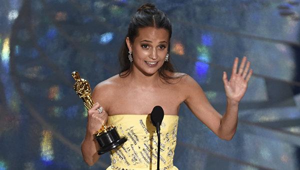 Алисия Викандер получила Оскар за лучшую женскую роль второго плана