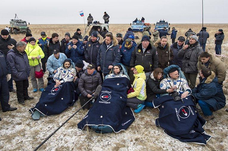 Экипаж МКС после приземления в Казахстане