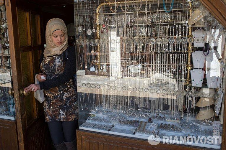 Женщина на рынке в Старом городе Дамаска