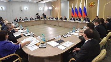 Председатель правительства России Дмитрий Медведев проводит в Чебоксарах совещание о ситуации на рынке труда и мерах по поддержке занятости