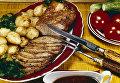 Грузинская кухня. Мясо, запеченное с томатным соусом и гарниром