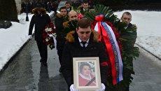 Москвичи во время прощания с заслуженной артисткой России Натальей Крачковской