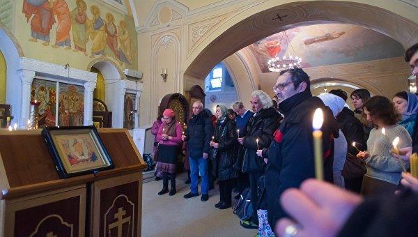 Панихида по бездомным в московском храме Космы и Дамиана в Шубине