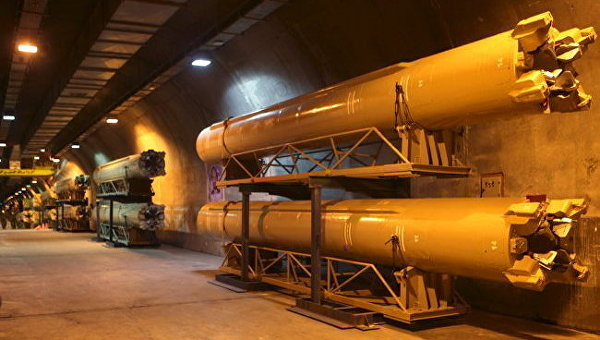 Баллистические ракеты в подземном хранилище перед тестовыми испытаниями в Иране
