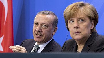 Президент Турции Тайип Эрдоган и федеральный канцлер Германии Ангела Меркель во время встречи в Берлине. Архивное фото