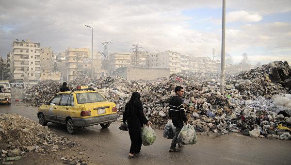 Свалка мусора в городе Алеппо. Архивное фото
