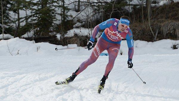 Сергей Устюгов на дистанции гонки преследования на этапе Кубка мира по лыжным гонкам в Канаде, 12 марта 2016