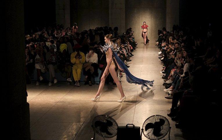 Модели на показе Lisbon Fashion Week 2016 в Португалии