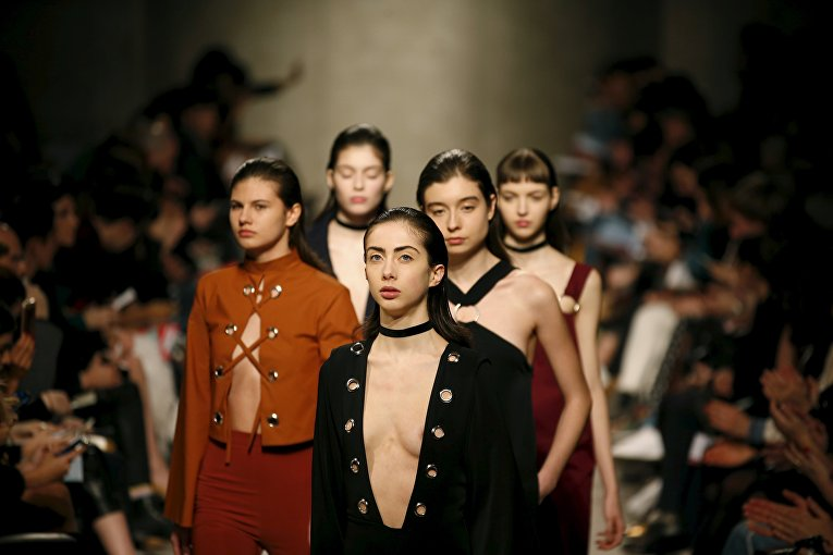 Модели на показе Lisbon Fashion Week 2016 в Португалии