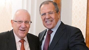Председатель Кнессета Израиля Реувен Ривлин и министр иностранных дел РФ Сергей Лавров (справа)